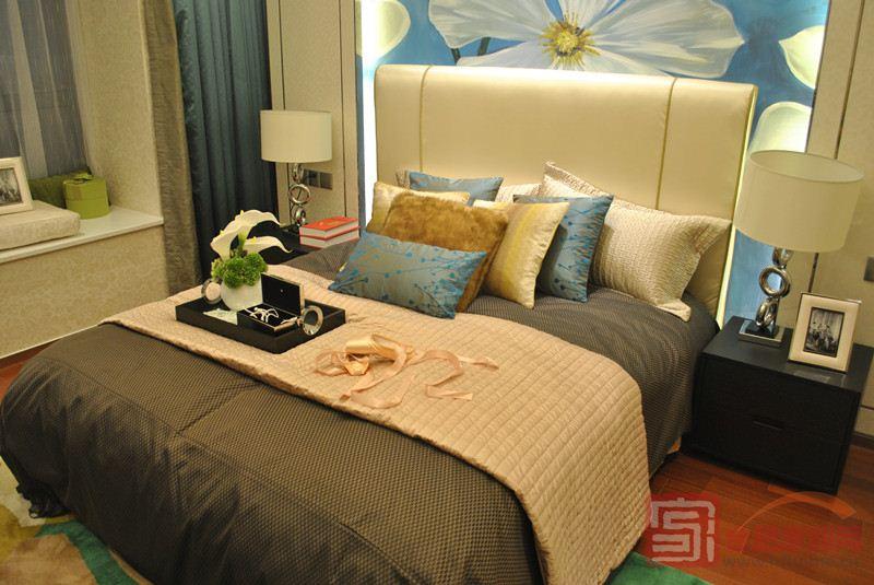 背景墙 房间 家居 酒店 设计 卧室 卧室装修 现代 装修 800_535
